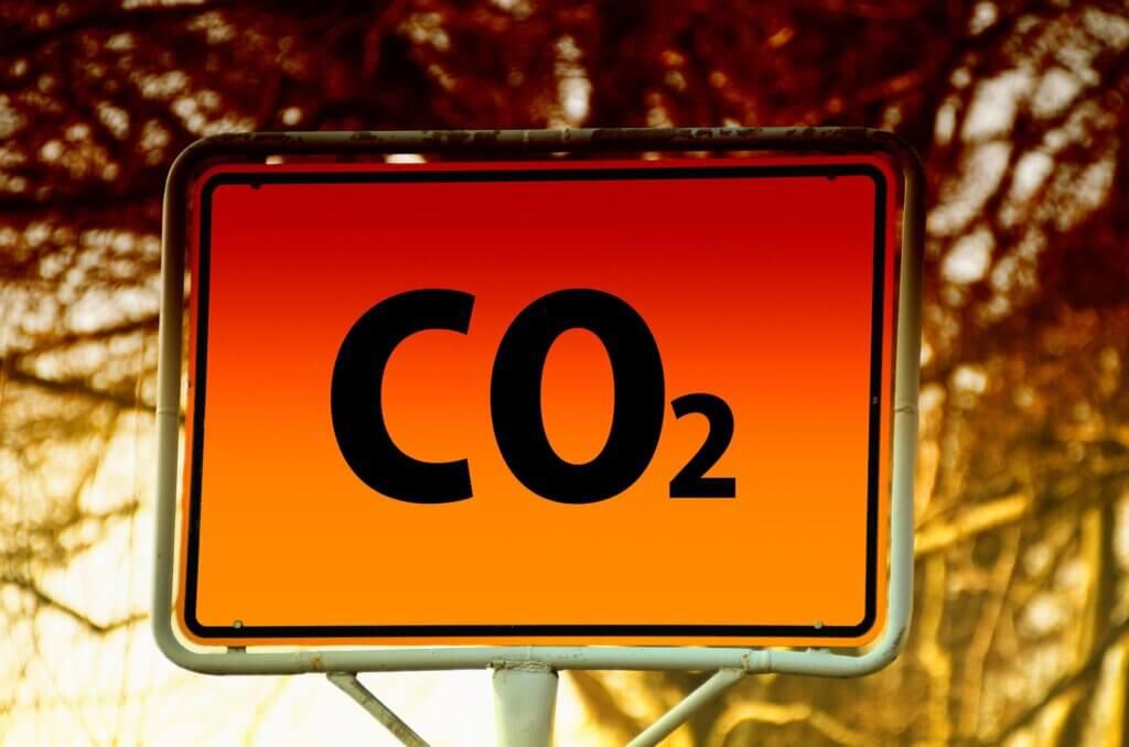 de buitenlucht is vervuild met co2