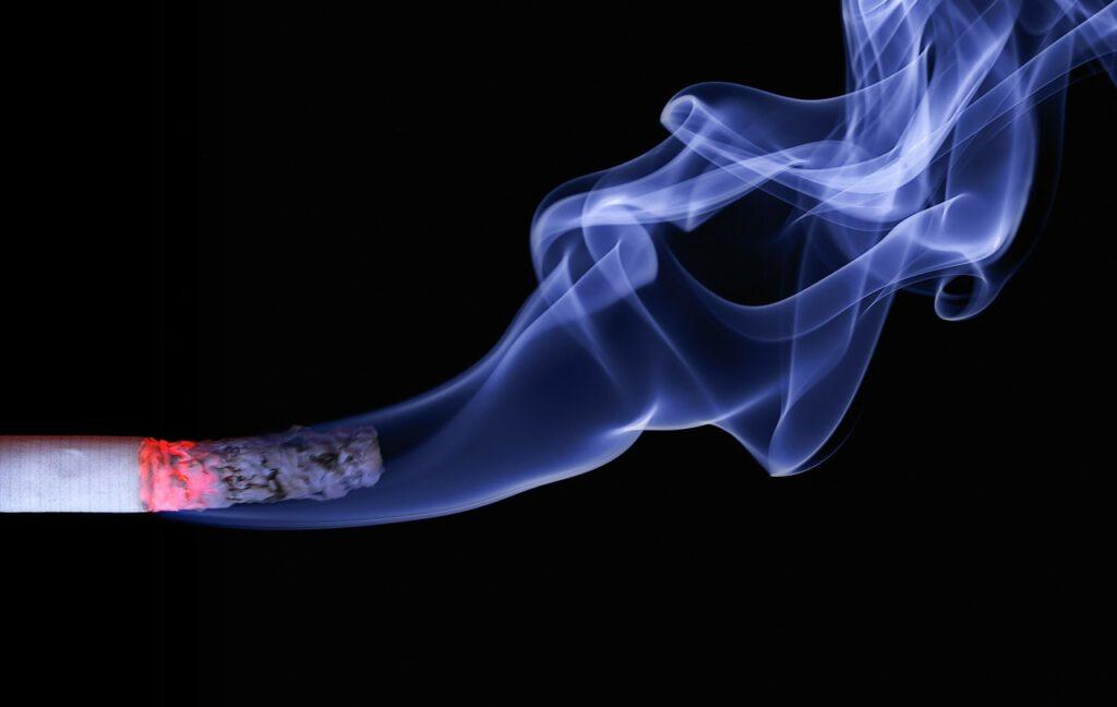 sigarettenrook reinigen met een luchtzuiveraar